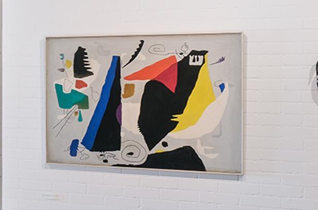 """Werk von Willi Baumeister in der Sammlung Domnick, """"Faust schwebend"""" 1952; Foto: Staatliche Schlösser und Gärten Baden-Württemberg, Günther Bayerl"""