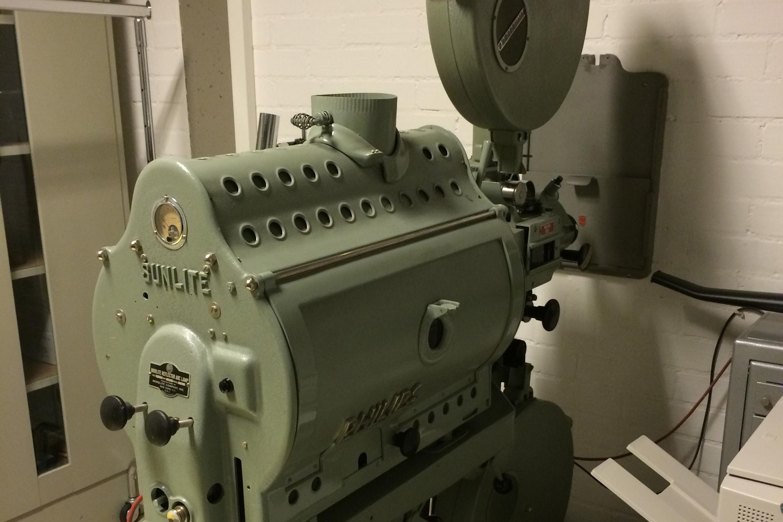 Sammlung Domnick, historischer Filmprojektor der Marke Philips/Sunlite FP5; Foto: Staatsanzeiger für Baden-Württemberg, Anja Stangl