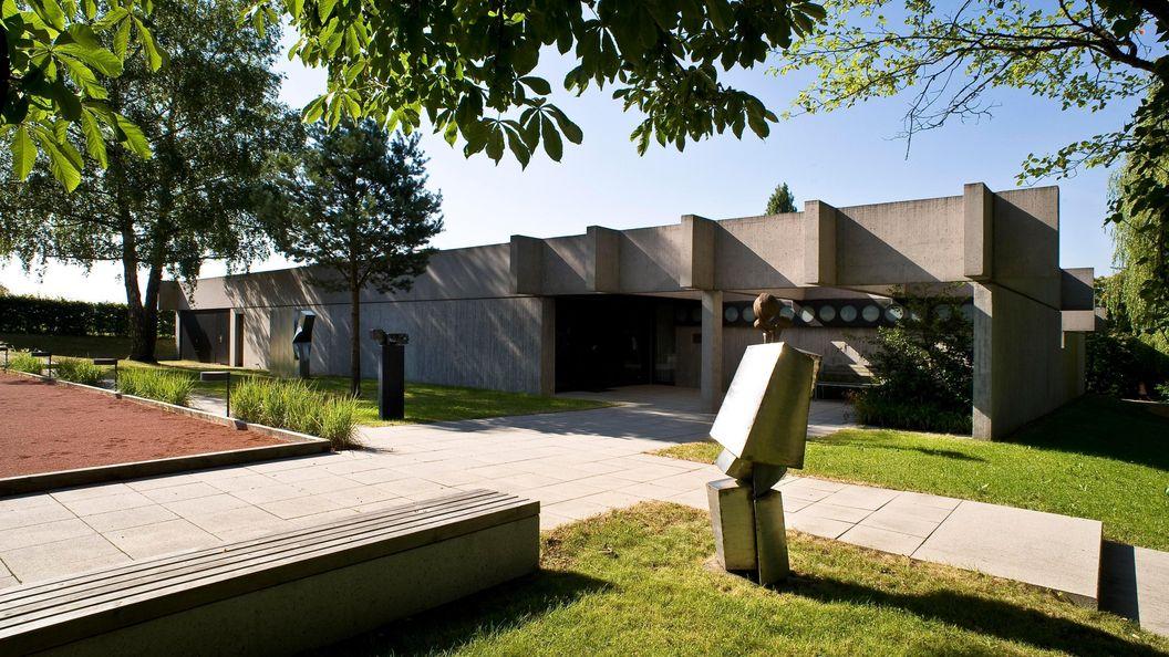 Die Sammlung Domnick, Boulebahn und Eingangsbereich; Foto: Stiftung Domnick, Rose Hajdu