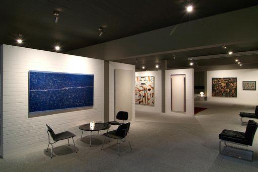 Sammlung Domnick, Stühle und Tisch im Design von Eames; Foto: Stiftung Domnick, Volker Naumann
